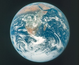 The_Blue_Marble_Apollo_17-1.jpg