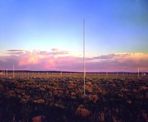 Vista da obra The Lightning Field (1977), de Walter De Maria, com 400 para-raios instalados em uma área remota do Deserto do Novo México (Foto: John Cliett/Cortesia Dia Art Foundation)
