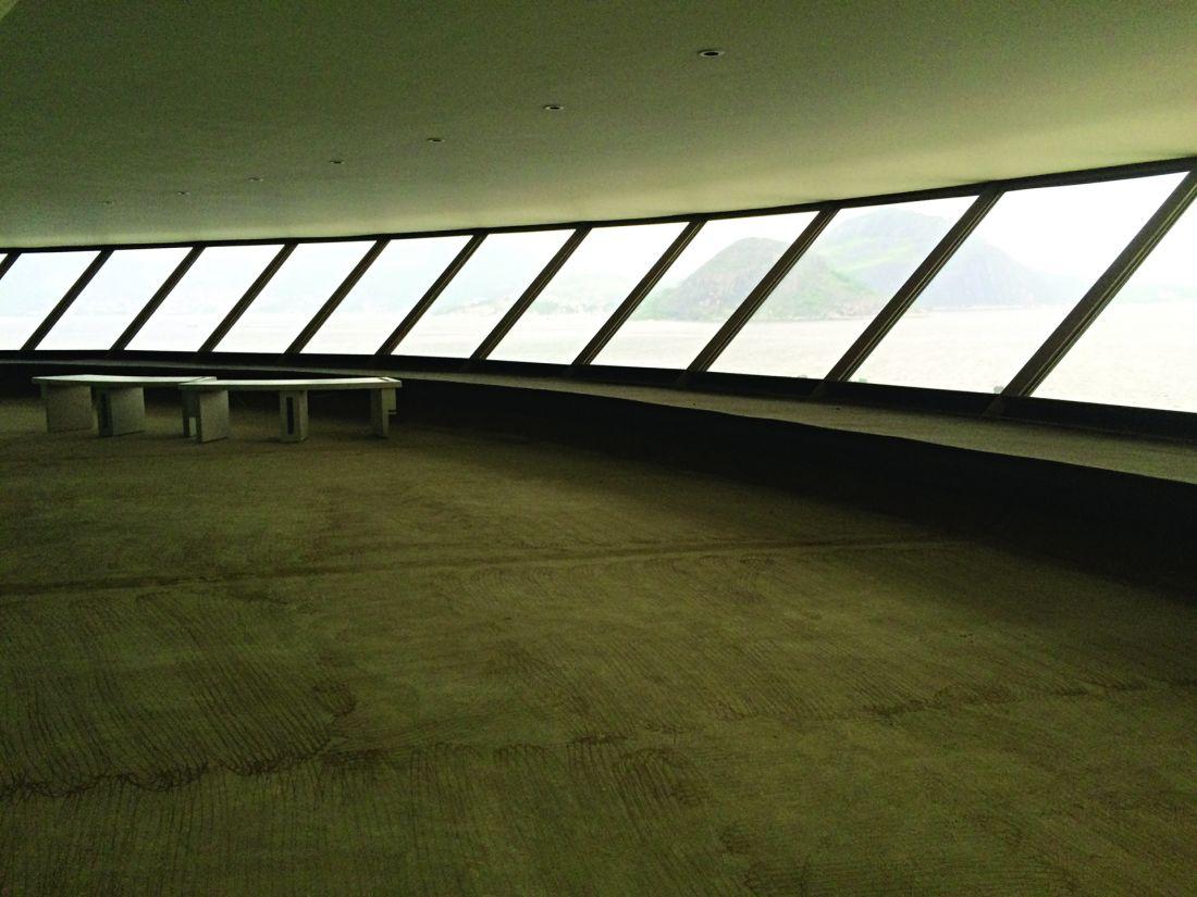 Com a quebra do quarto compressor de ar-condicionado, em fevereiro passado, o museu foi fechado e esvaziado; a prefeitura de Niterói planeja a reforma para poder reabrir o museu (Foto: Márion Strecker)