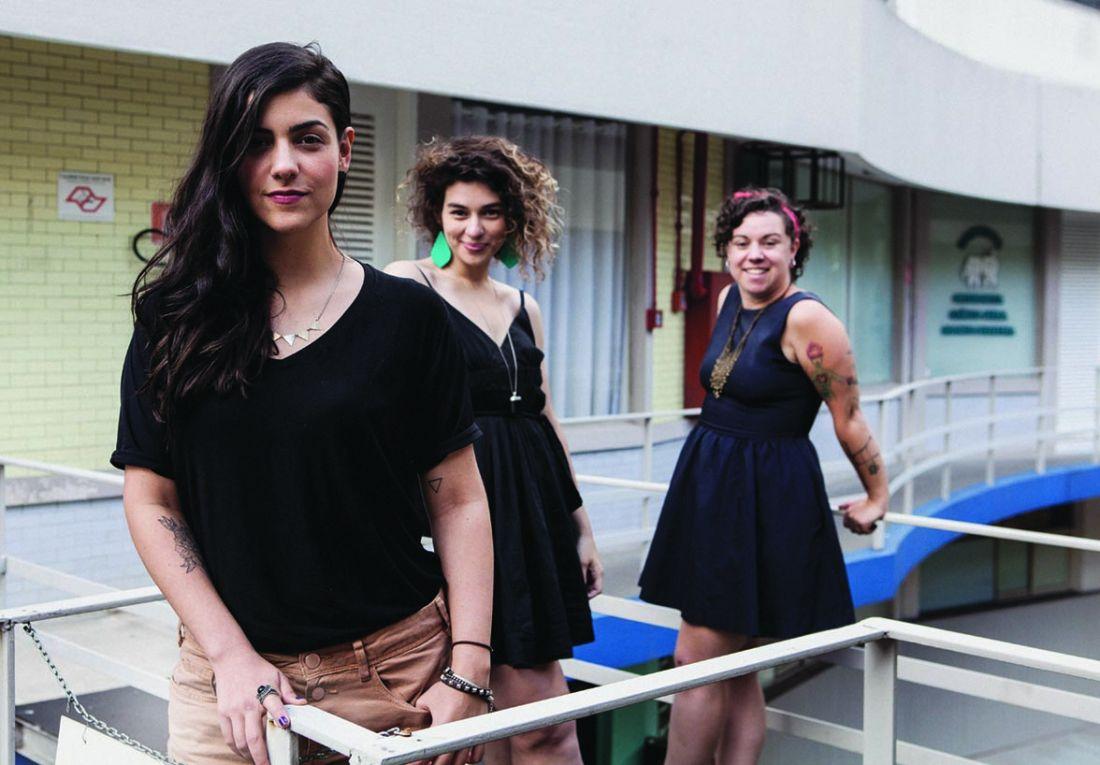 Da esquerda para a direita, Anna Haddad, giovana Camargo e Carol Patrocínio, que juntas formaram um fórum de acolhimento para mulheres na net (Foto: Helena Wolfenson)