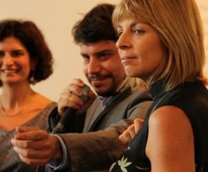 Fernanda Feitosa (ao fundo), diretora da SP-Arte, e Regina Pinho de Almeida, presidente do ICCo