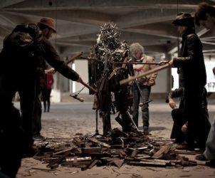 Performance de Paula Garcia em frame do filme de Paula Alzugaray e Ricardo Van Steen