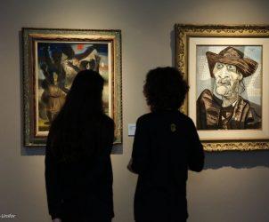 Visitantes observam obras de Candido Portinari (Foto: Ares Soares/Unifor)