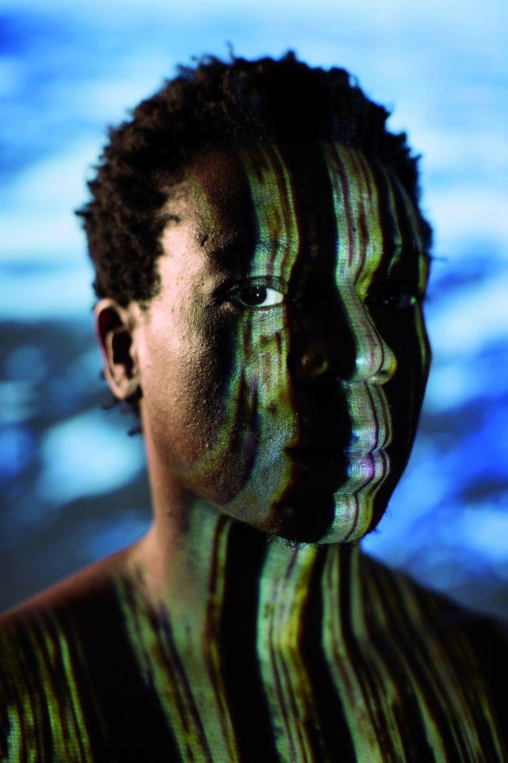 Alexandre Rodrigues em cena de Barulho d'Água (foto: Henrique Oda)