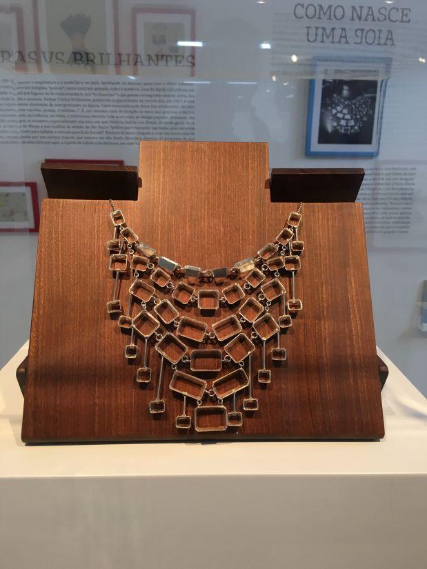 Protótipo do colar de água-marinha, em exposição na feira (Foto: Felipe Stoffa)