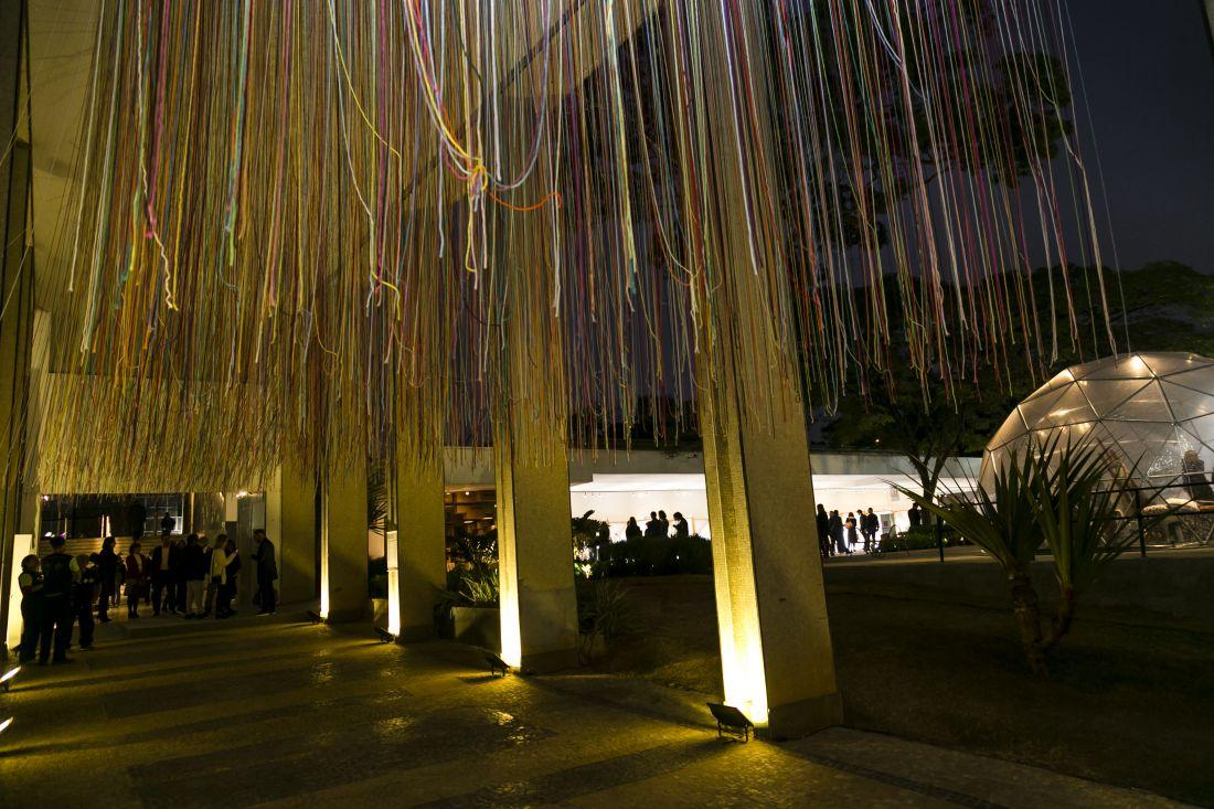 Vista do evento com destaque para a instalação produzida por Eric Rieger (Foto: Massimo Failutti)