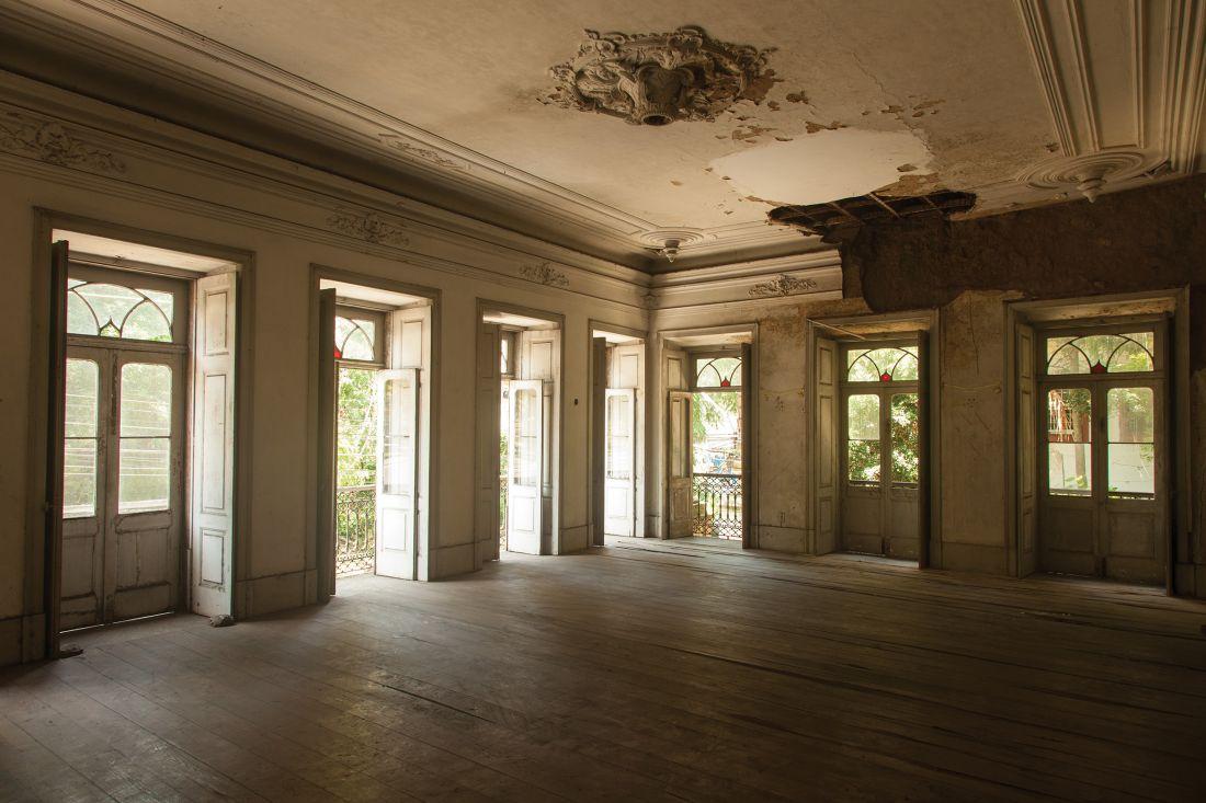 Vista de salão do Solar dos Abacaxis, casarão neoclássico de 1843 que terá atividades mesmo antes do restauro (Foto: Joana Cseko)