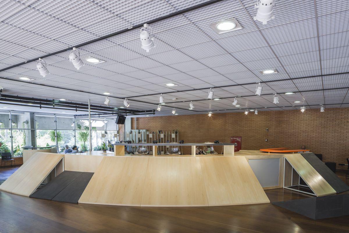 Vista da instalação Aparelhamento, que integra a exposição (Foto: Marcos Cimardi)