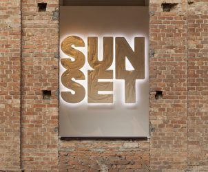 Escultura Sunset, de Doug Aitken, em cartaz na Pinacoteca de São Paulo (Foto: Isabella Matheus)