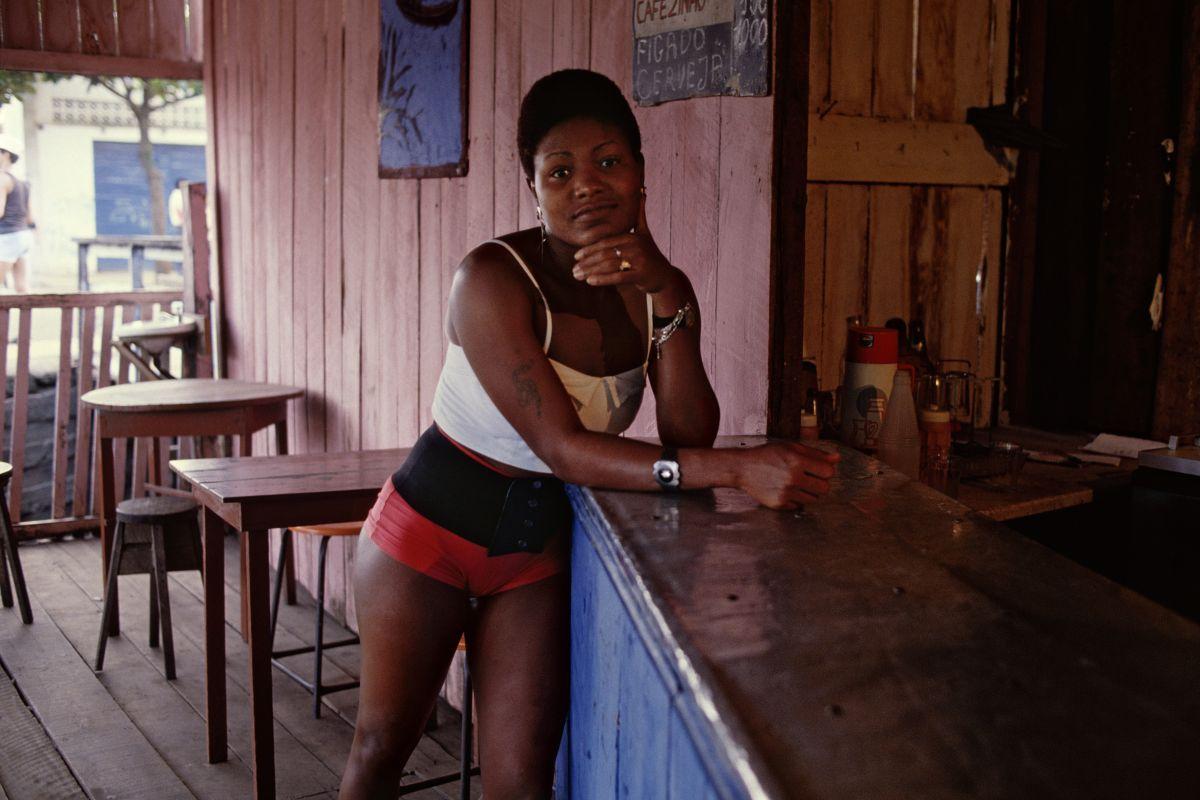Luiz Braga - Mulher no Bar Rosa (Foto: Luiz Braga/ Divulgação)