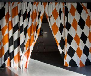 Curtain II (2008), Ulla von Brandenburg (Foto: Cortesia do artista/ Art Concept Paris)
