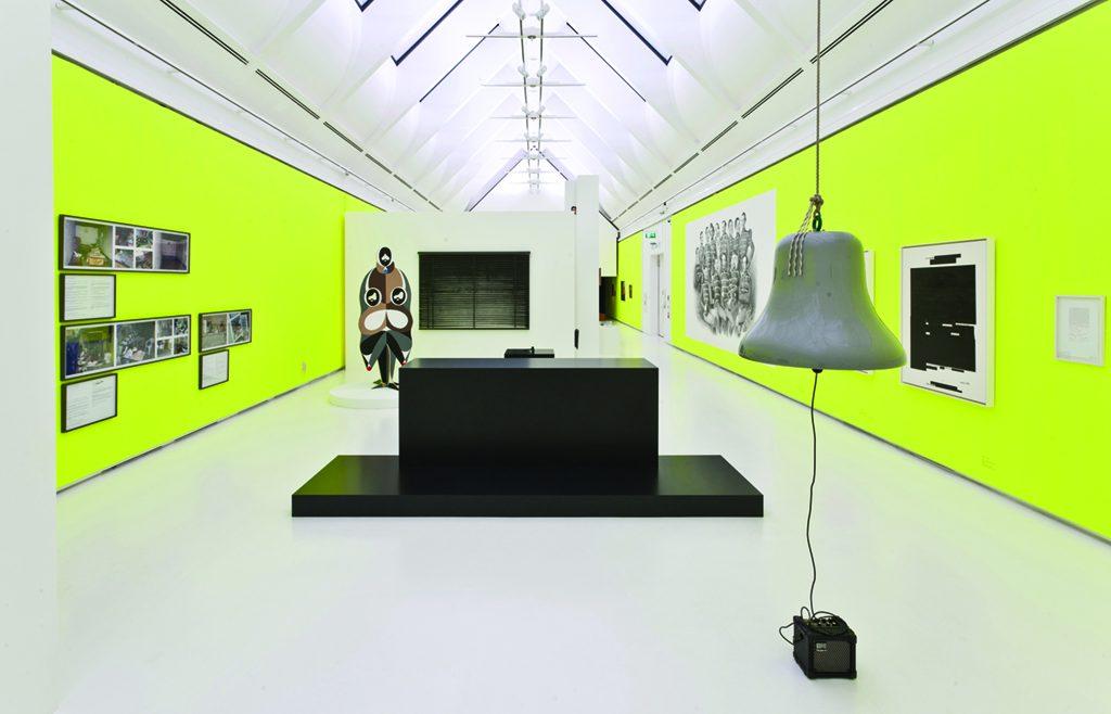 Instalação The Tiral of Henry Kissinger, de Eva Grubinger (Foto: Cortesia Schrn Kunsthalle)
