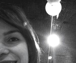 Fernanda Lopes é crítica de arte. Autora dos livros Experiência Rex e Área Experimental, e organizadora do livro Francisco Bittencourt: Arte-Dinamite (prelo), atualmente trabalha como Curadora Assistente do MAM RJ (Foto: Cortesia da autora)