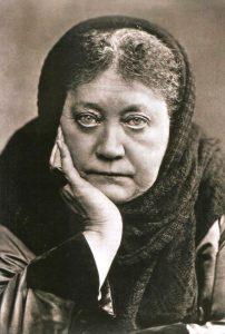 Madame Helena Blavatsky, lider de um movimento esotérico formado no fim do século 19, e autora de ideias teosóficas que foram apropriadas e deturpadas por Guido von List na composição de sua doutrina antissemita (Foto: Wikimedia)