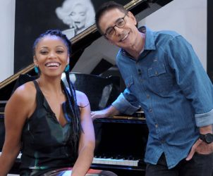 Adriana Couto e Cunha Jr., apresentadores do programa Metrópolis (Foto: Reprodução/ TV Cultura)