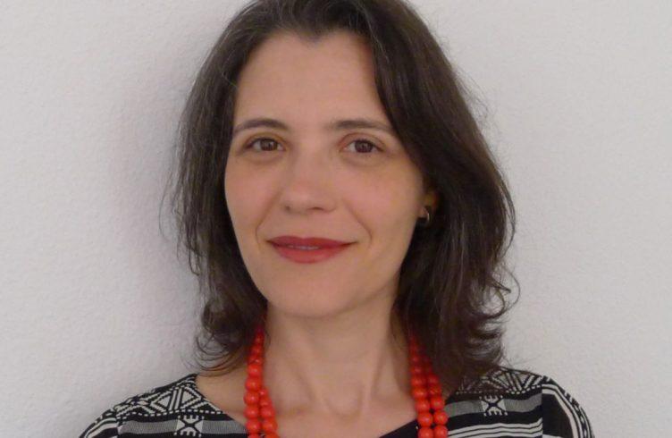Ana Magalhães é historiadora da arte, curadora e professora do MAC-USP, e entre abril e junho de 2016 foi pesquisadora convidada do Getty Research Institute, em Los Angeles, Califórnia (Foto: Divulgação)