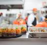 Pote Paisagem e outros pratos em preparo na cozinha do restaurante-obra Restauro, de Jorge Menna Barreto, na 32ª Bienal de São Paulo (Foto: O Alecrim/ Janaína Miranda)