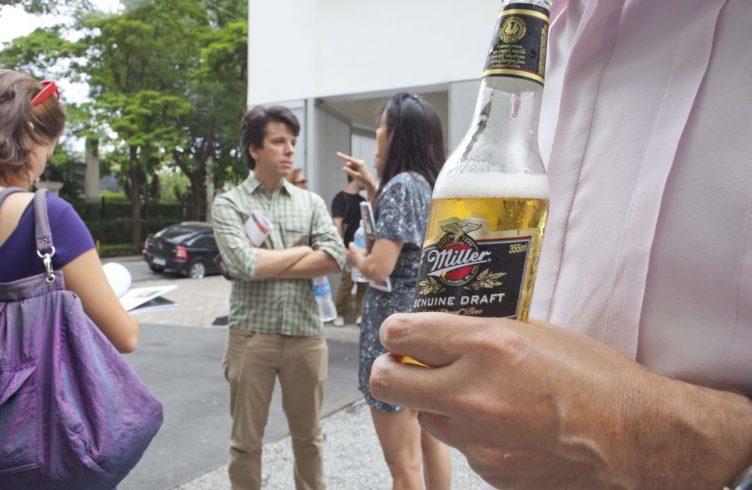 Cerveja Miller gelada e Felipe Martinez
