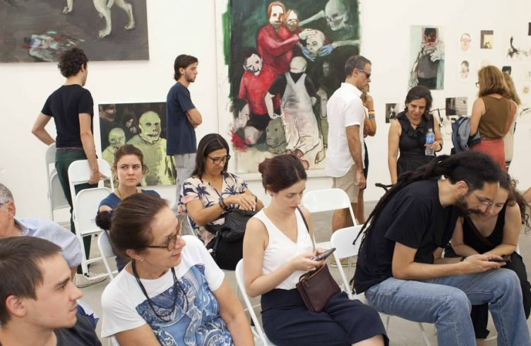 Debate com o público, o artista Eduardo Berliner e os curadores Priscyla Gomes e Felipe Kaizer