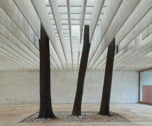 Interior do Pavilhão Nórdico em Veneza, de Sverre Fehn (Foto: Reprodução)