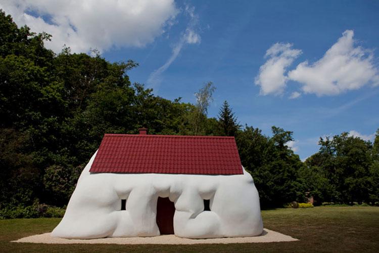O Corpo e a Casa, exposição de Erwin Wurm, no CCBB SP
