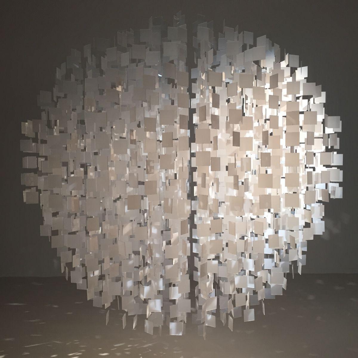 Sphère Blanche (2001/2016), de Julio Le Parc