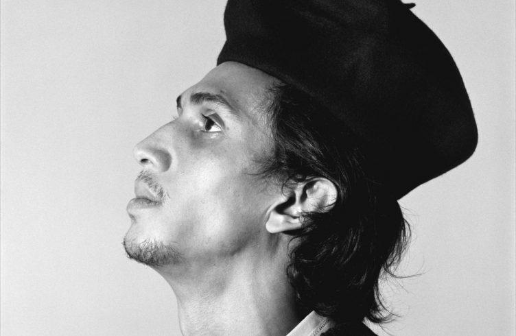 Retrato de Leonilson, fotografado por Bob Wolfenson em 1986 (Foto: Bob Wolfenson)