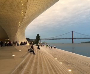Luz e transparência são palavras-chaves do projeto arquitetônico do Museu de Arte, Arquitetura e Tecnologia (MAAT), realizado pelo escritório AL_A (Fotos: Paula Alzugaray)