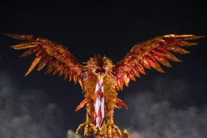 Fênix, ser mitológico, símbolo do renascimento e da esperança. Alegoria da Viradouro na sua volta ao grupo Especial em 2019. Desfile aclamado que rendeu o vice-campeonato à escola, que renasceu.